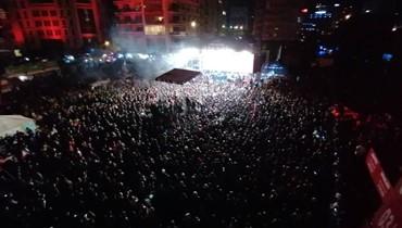 الألعاب النارية ملأت سماء بيروت... رقص وغناء واللبنانيون يرفضون اليأس (صور وفيديو)