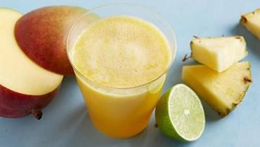"""عصير المانغو والأناناس والليمون: سرّ خلطة """"كوكتيل"""" لذيذ!"""