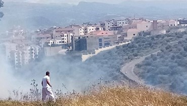 حريق في وادي هاب بين أبي سمراء وضهر العين... سحب الدخان ترتفع