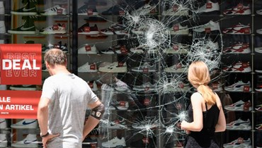 """صدامات عنيفة في مدينة شتوتغارت الألمانيّة: """"قتال شوارع"""" وتخريب متاجر"""