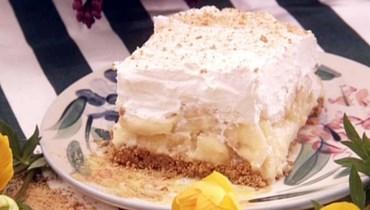 كعكة الموز مع البسكويت والأناناس: جرّبها بعد الغداء!