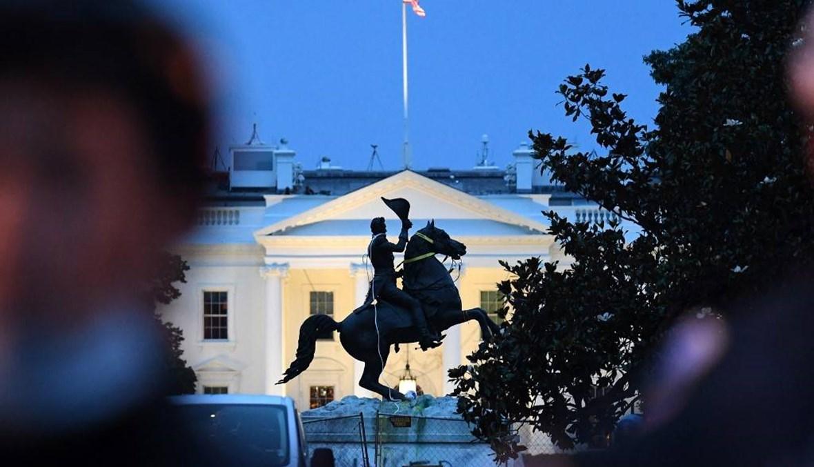 توجيه الاتّهام إلى أربعة رجال لمحاولتهم إسقاط تمثال الرئيس جاكسون أمام البيت الأبيض
