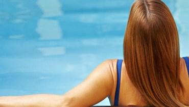 كيف تحمين شعرك من الكلور والملح هذا الصيف؟