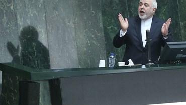 نوّاب متشدّدون يعتزمون استجواب روحاني وظريف يدافع عن نفسه بعد اتهامه بالكذب
