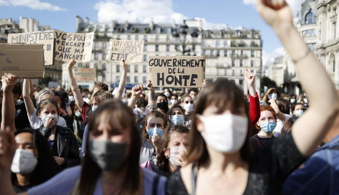 مزاعم بارتكابه جريمة اغتصاب... تظاهرة نسائية في باريس ضدّ وزير الداخلية
