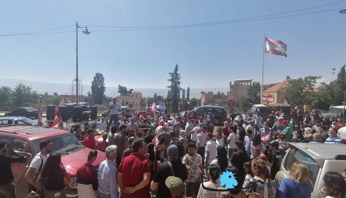 بالصور والفيديو: وقفة احتجاجيّة على الوضع المعيشي في بعلبك