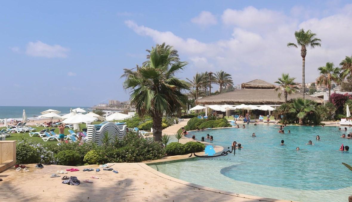 منتجعات شاطئ الرميلة متنفّسٌ في زمن كورونا... مياه بحر نظيفة وأسعار مناسبة (صور وفيديو)
