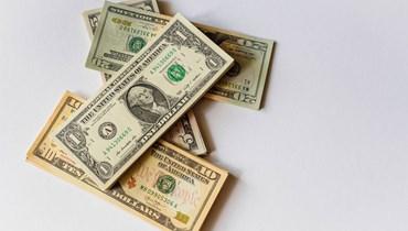 الدولار يصعد بفعل قلق المستثمرين من التوتر بين الصين وأميركا