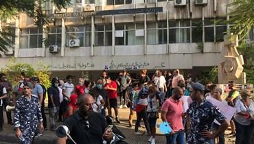 بالصور والفيديو- اعتصام أمام وزارة السياحة... مطالبة باستقالة المشرفية