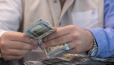هل يُجبَر اللبناني على دفع قرضه بالدولار على سعر الـ3900 ليرة لبنانية؟
