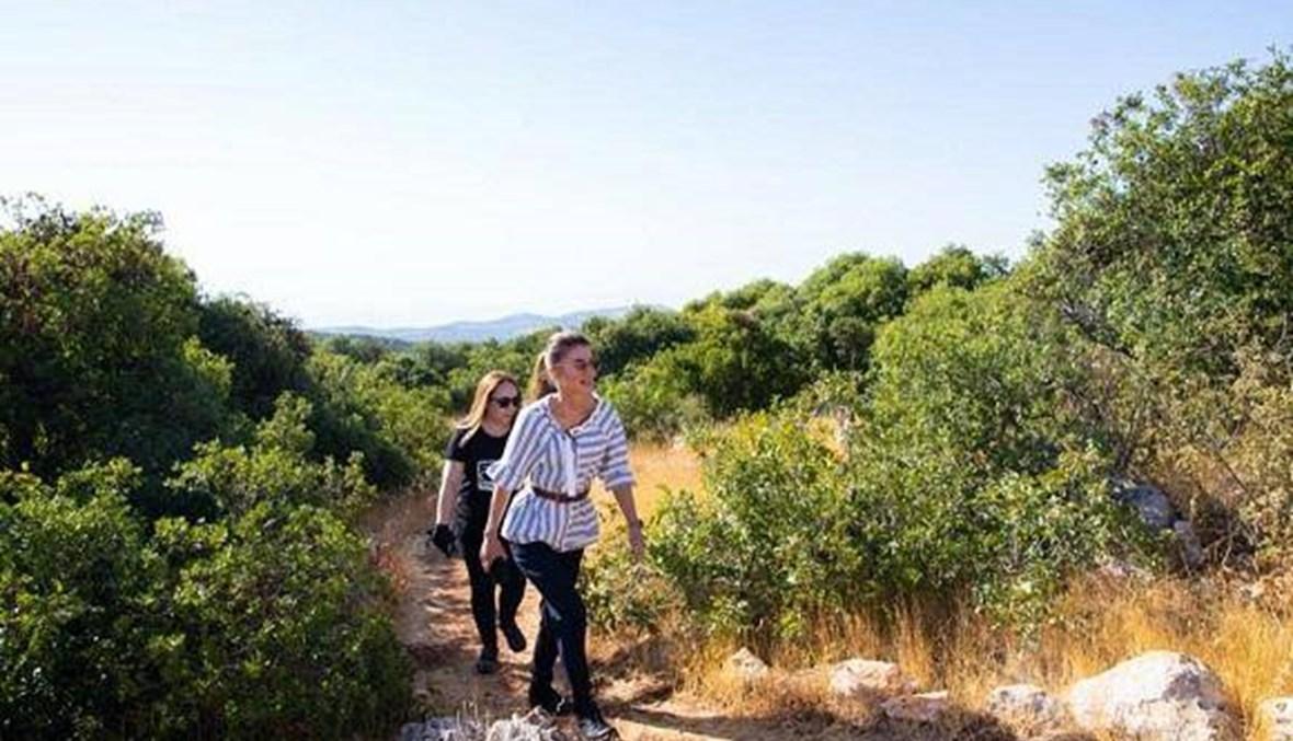 الملكة رانيا زارت غابات عجلون... شوهدت تُحّضر السماق