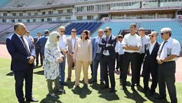 وزيرة الرياضة التونسية تتفقد الملاعب قبل عودة الدوري