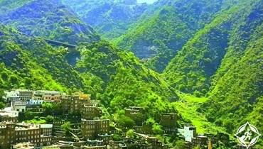 """قرية """"رجال ألمع""""... سياحة داخلية سعودية وطبيعة خلابة"""