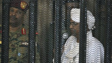 العثور على رفات 28 ضابطاً سودانياً أعدموا في 1990 لمحاولتهم الانقلاب على البشير