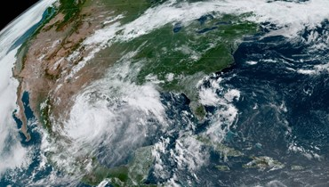 """الإعصار """"دوغلاس"""" يعبر هاواي... و""""هانا"""" يتحوّل عاصفة استوائيّة"""