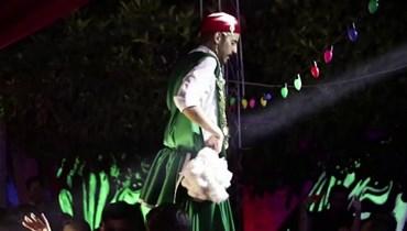 """راقص تونسيّ يتمسّك بمهنته... """"الرقص ليست للنساء فقط"""""""