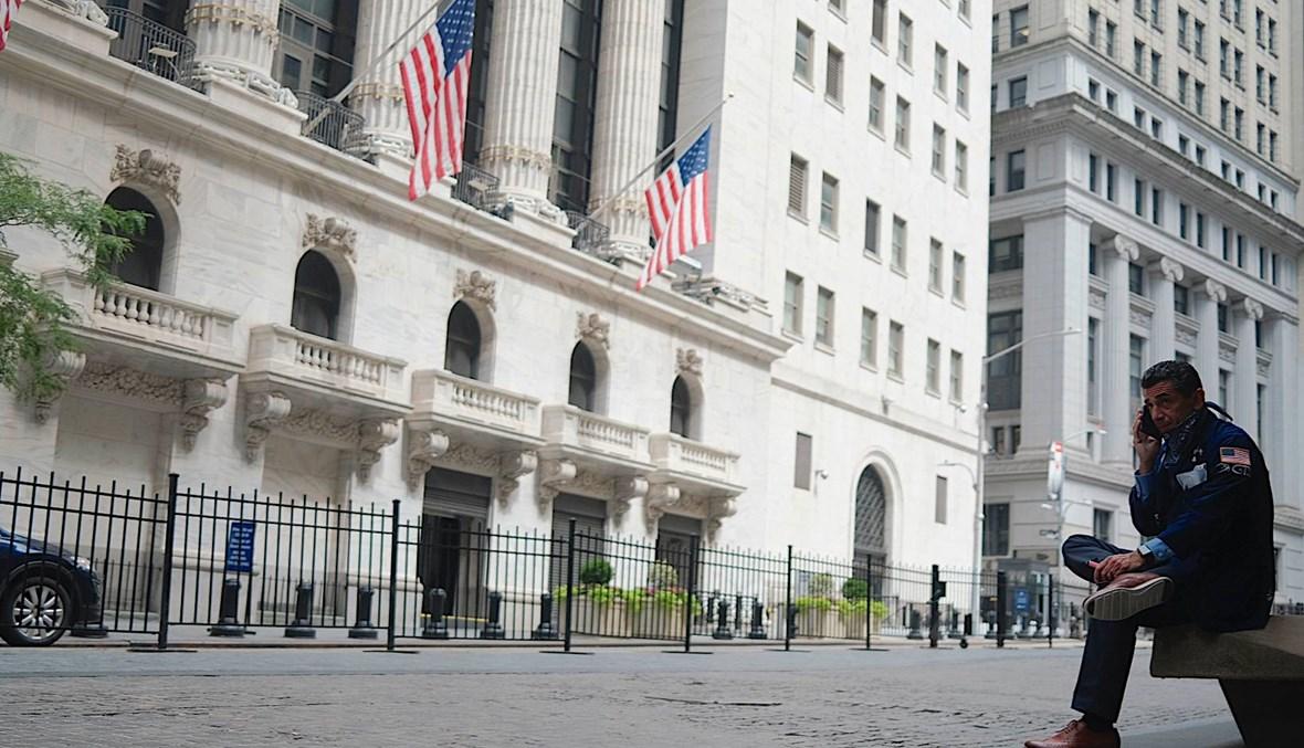 الدولار يهبط بعد حديث ترامب عن تأجيل الانتخابات الرئاسيّة