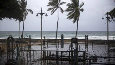 بالصور والفيديو: العاصفة إساياس تتحول إلى إعصار بالقرب من جزر الباهاما