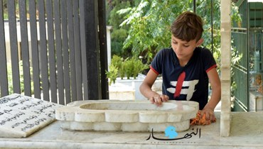 """بالصور والفيديو: أطفال من التبانة يعيّدون في المقبرة: """"هل حقاً سأجد وظيفة إن تابعت دراستي""""؟"""