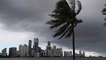 فلوريدا تجنّبت أيساياس: العاصفة تقترب من كارولاينا الجنوبيّة والشماليّة