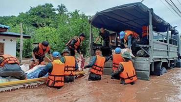 """العاصفة """"سينلاكو"""" تجتاح تايلاندا: أمطار غزيرة في 18 إقليماً وسيول موحلة وأضرار"""