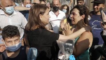 ماجدة الرومي على الأرض مع الشباب: محاطون بخونة... إنّ الثورة تولد من رحم الأحزان
