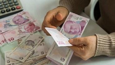 الليرة التركية تنتعش من مستوى قياسي منخفض أمام الدولار