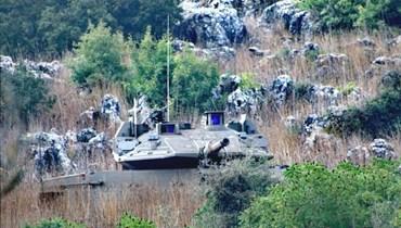 ثلاث دبابات اسرائيلية خرقت السياج في ميس الجبل والقاء قنبلة فوسفورية