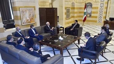 دياب عرض مع ظريف المساعدات الايرانية لدعم لبنان