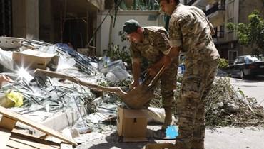 بالصور: الجيش واصل عمليات التنظيف ورفع الركام وتقديم المساعدات الغذائية