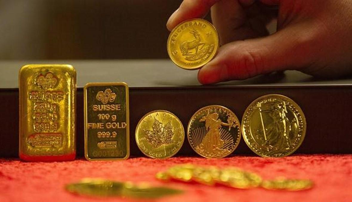 الذهب يقفز 1 في المئة متخطياً الألفي دولار مع هبوط العملة الأميركية