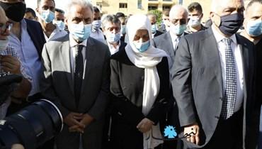 """بهية الحريري ووفد من """"المستقبل"""" عند ضريح الرئيس الشهيد... الفاتحة وعينٌ على لاهاي (صور وفيديو)"""