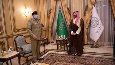 بعد خلاف حول مسألة كشمير   \r\nقائد الجيس الباكستاني زار السعودية لإصلاح العلاقات