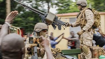 """الاتحاد الأوروبي يدين انقلاب مالي والأفريقي يعلّق عضويتها... دعوة أميركية لـ""""نبذ العنف"""""""