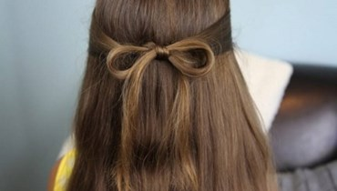 مضيفة طيران تكشف عن طريقة تصفيف شعرها باستخدام الجوارب!