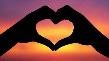 """الحب و""""دقة القلب"""" من منظار آخر... بين فوضى الهرمونات والمنطق"""