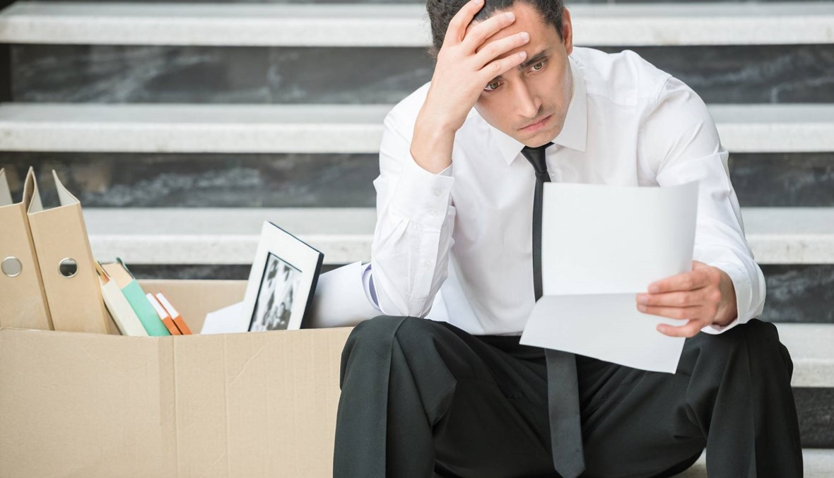 هذا ما يمر به من يخسر وظيفته... تجنبوا الوقوع في هذه الأخطاء!
