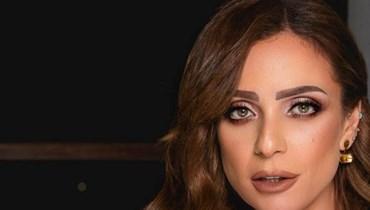أزمات الفنانين على السوشيل ميديا مستمرة... مشادّة بين ريم البارودي ومتابع نصحها بالوضوء (فيديو)