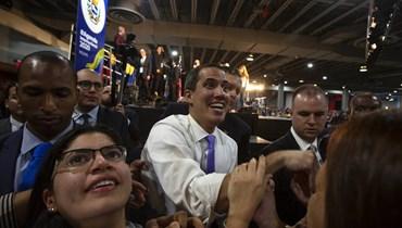 """غوايدو يدعو الفنزويليّين إلى """"تعبئة كبيرة"""" قبيل عودته إلى كراكاس"""