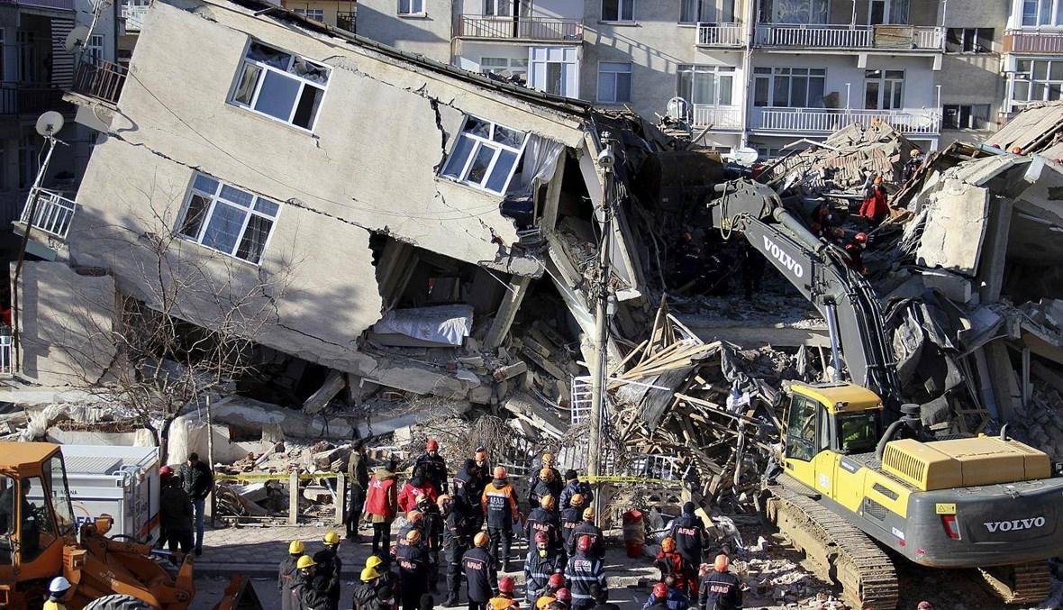 وزير الداخلية التركي: وفاة سبعة أشخاص بعد زلزال قرب الحدود مع إيران