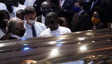 بدء مراسم جنازة جورج فلويد... ورئيسة مجلس النواب تجثو (صور وفيديو)