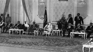 بعد الانقلاب الاقتصادي والمالي هل يقع الانقلاب السياسي؟ ماذا يجري لنسف الطائف... من طهران إلى بيروت؟