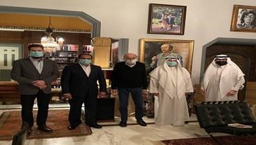 جنبلاط: لقاء وجلسة محادثات صريحة وقيّمة مع أصدقاء لبنان (صورة)