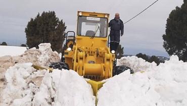 بالصور: جرف الثلوج على طريق عام مرجحين الهرمل