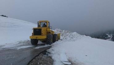 سماكة الثلوج بلغت 3 أمتار... محاولة فتح طريق القموعة -الشنبوق- القبيات
