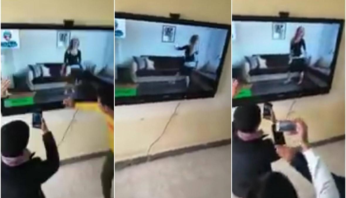 """""""راقصة داخل مدرسة""""... فصل 22 طالباً وإحالة المدير و15 معلماً للتحقيق في مصر (فيديو)"""
