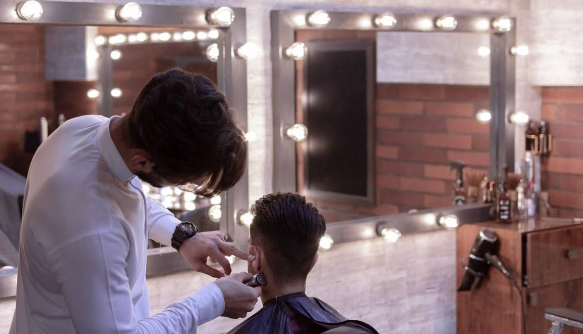مصري يحاول قتل حلّاق رجالي بسبب إتلاف شعره خلال الحلاقة