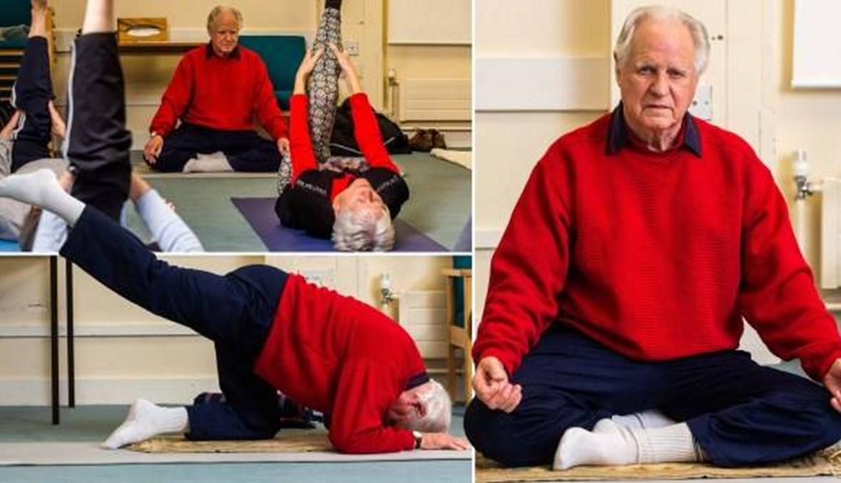إنّه في التسعين من عمره ولا يزال يعطي دروساً في اليوغا