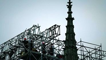 بدء تفكيك السقالات الضخمة المحيطة بكاتدرائية نوتردام