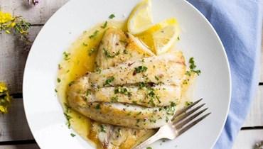 سمك التونة بصلصة الزبدة والليمون: طبق مميّز على مائدة العيد